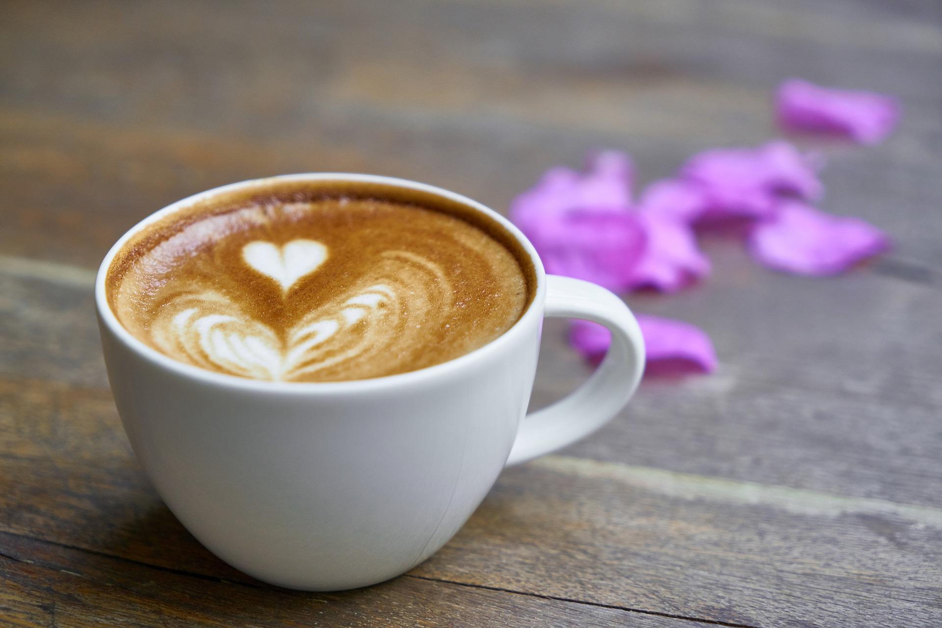 Calor as de un caf con una tostada y otros desayunos light - Bilder cappuccino ...