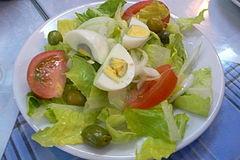 ensalada de vegetales con huevo