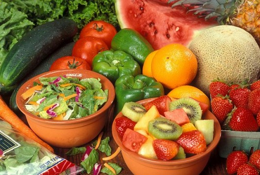 640px-Fresh_cut_fruits_and_vegetables