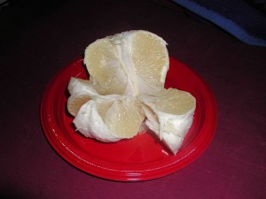 640px-Pomelo_peeled_sectioned