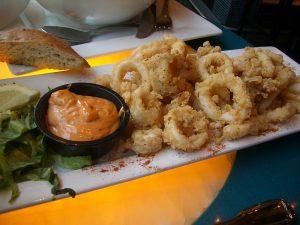 Calamares con salsa