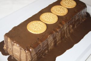 Tarta de natillas de chocolate y galletas